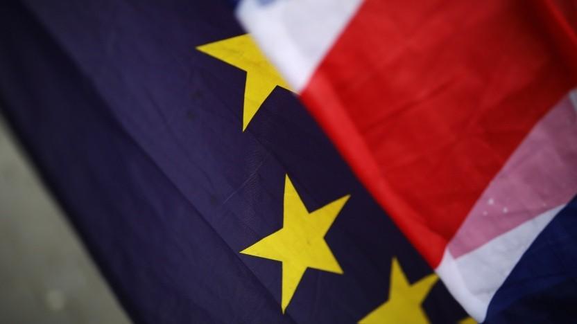 Die EU-Flagge und der Union Jack (Symbolbild)