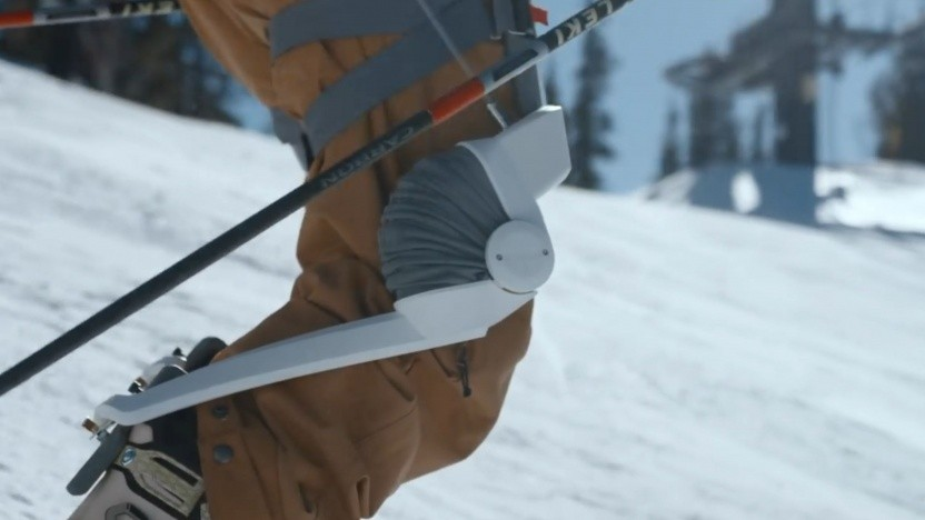 Exoskelett Roam Ski: Rucksack mit Akku und pneumatischem System