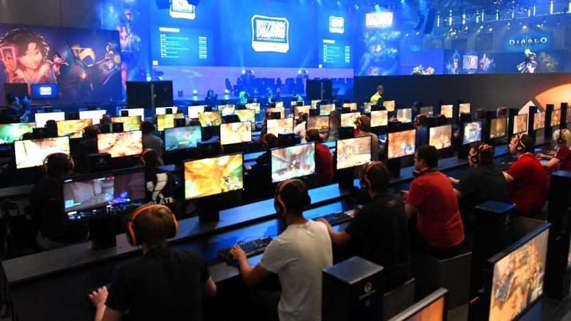 Besucher auf der Gamescom 2017 in Köln