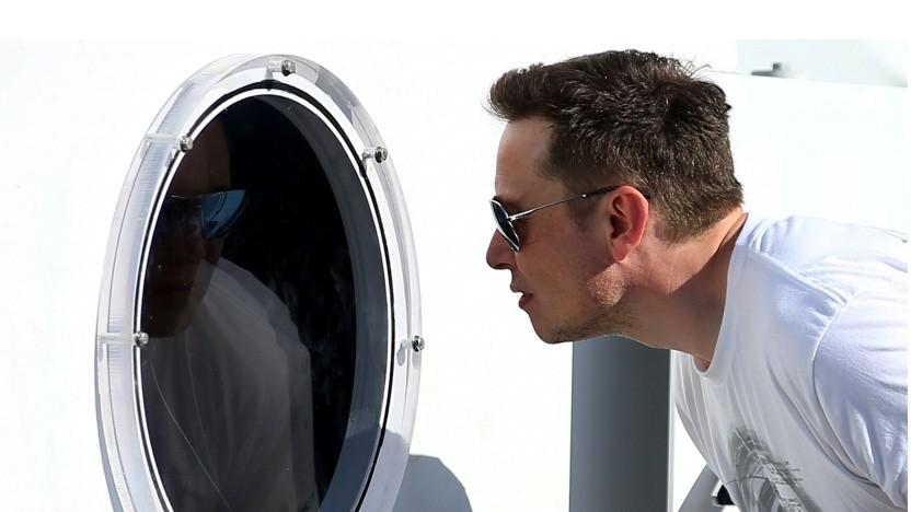Elon Musk vor der Hyperloop-Röhre (bei der Hyperloop-Competition im August 2017): Spannend, egal wie es ausgeht