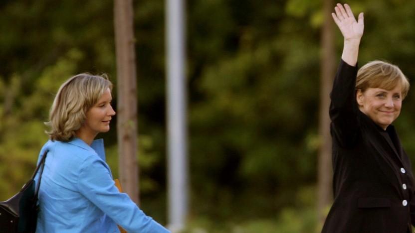 Eva Christiansen (l.), hier auf einem Foto von 2005, ist eine langjährige Vertraute von Bundeskanzlerin Merkel.