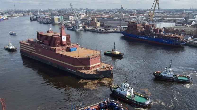 Schwimmendes Atomkraftwerk Akademik Lomonossow geht auf die Reise: Brennstäbe werden in Murmansk eingesetzt
