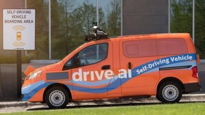 Fahrerloser Kleinbus von Drive.ai: auffällig orange lackiert
