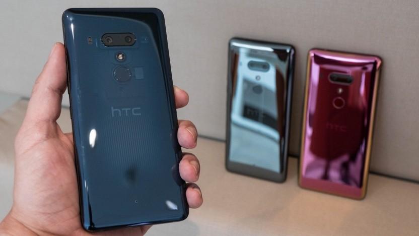 Das neue HTC U12+ in Translucent Blue, Schwarz und Flame Red