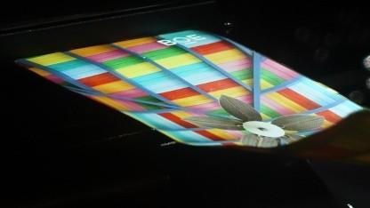 Wird ein derartiges flexibles Display oft zusammengeklappt, könnte sich die Faltstelle verformen.