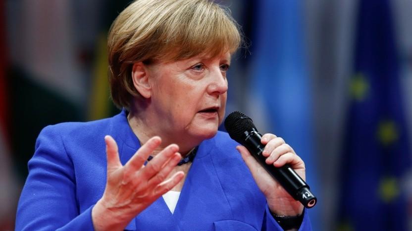 Merkel plaudert auf dem Global Solutions Summit über das Internet.