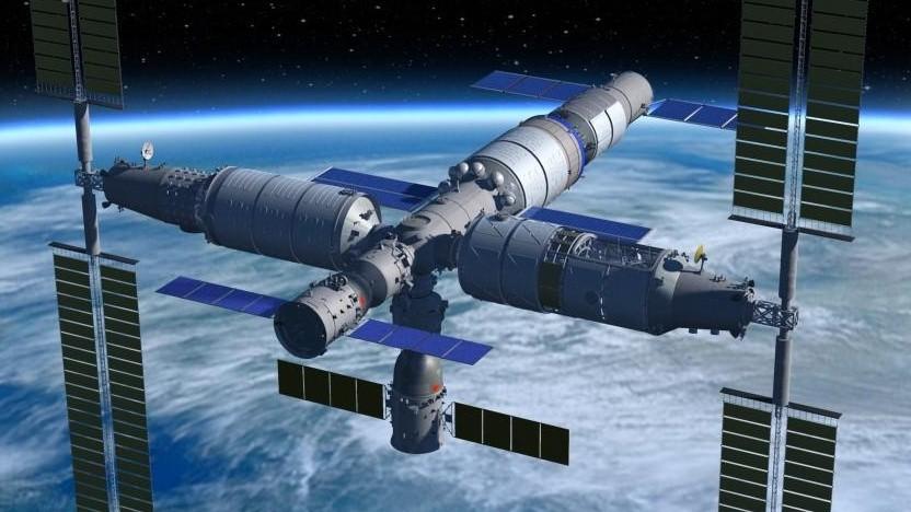 Künstlerische Darstellung der nächsten chinesischen Raumstation mit Raumschiff und Frachter