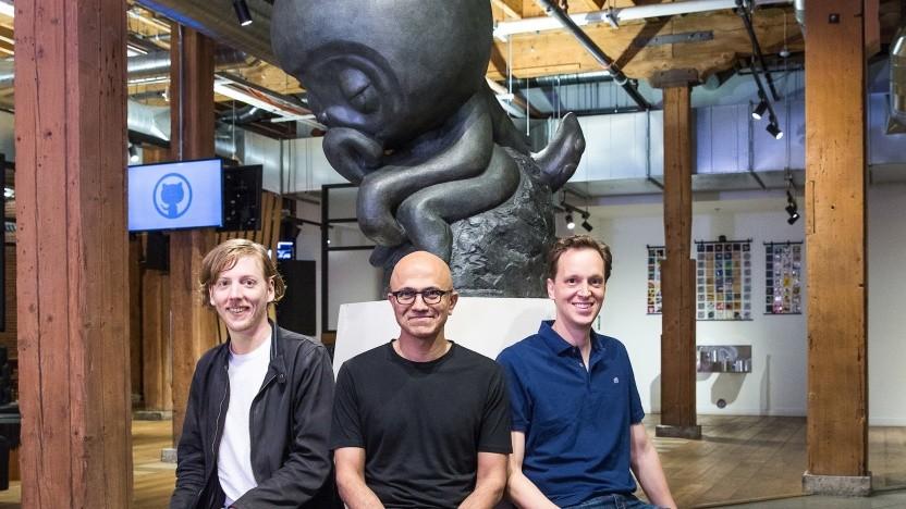 Github-Gründer Chris Wanstrath, Microsoft-Chef Satya Nadella und Xamarin-Gründer Nat Friedman (v. l. n. r.)