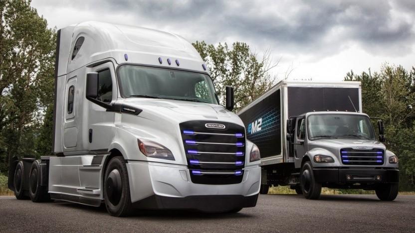 Freightliner eCascadia (links) und eM2: steigende Nachfrage nach Elektro-Lkw und Bussen