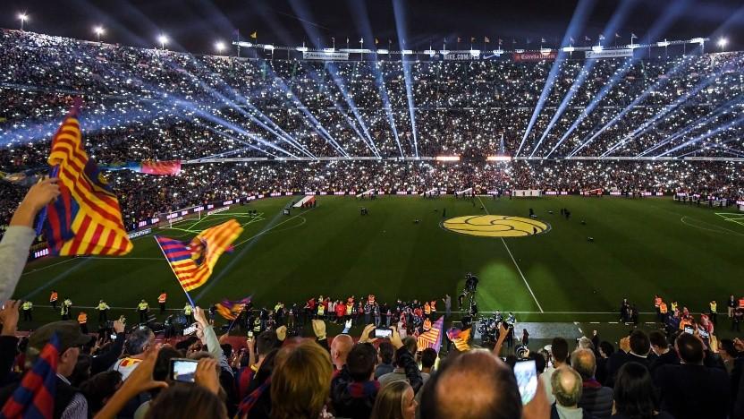 Ein Spiel der Fußballliga im Camp Nou