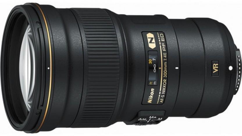 Das Nikon AF-S Nikkor 300 mm 1:4E PF ED VR ist ebenfalls mit Fresnel-Linse ausgerüstet.