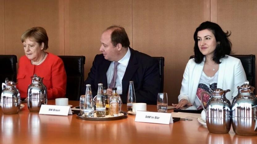 Die erste Digitalkabinettssitzung mit Bundeskanzlerin Angela Merkel. Helge Braun und Dorothee Bär