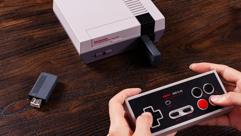 Der Nintendo Classic Mini und der neue drahtlose Controller von 8Bitdo