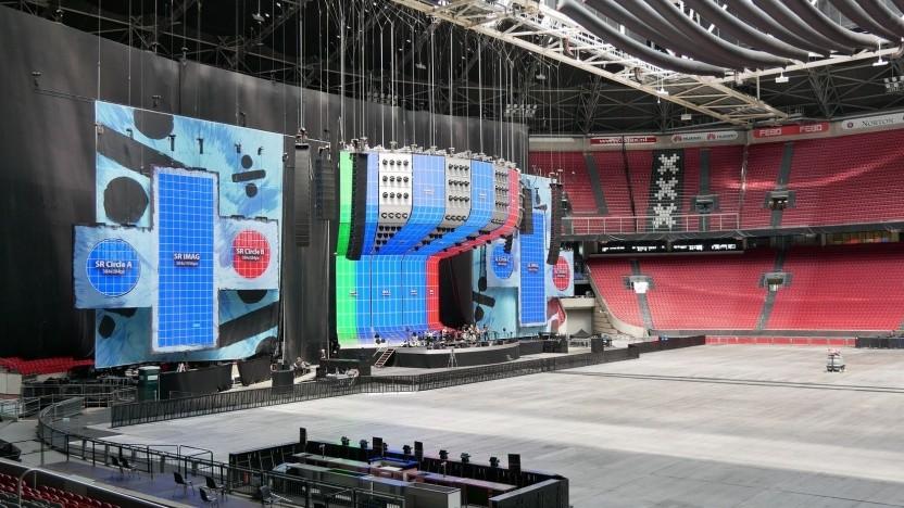 Bühnenaufbau für Ed Sheeran in der Cruijff-Arena in Amsterdam: Elektroautos werden vor Konzertende geladen.
