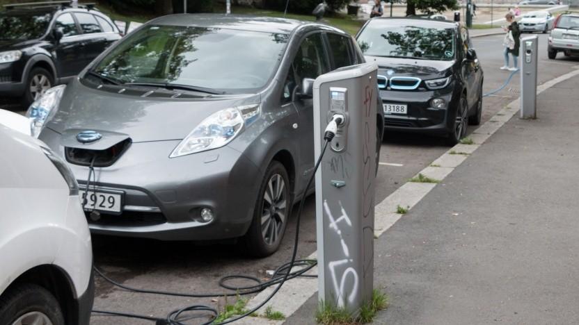 Elektroautos an der Ladesäule: 66.029 Anträge für Elektro- und Hybridfahrzeuge nach zwei Jahren