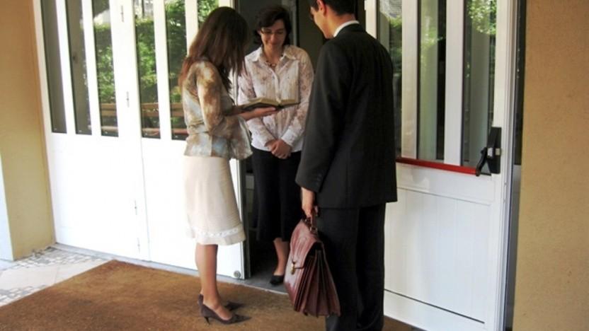 Kann datenschutzrelevant sein: Hausbesuch der Zeugen Jehovas