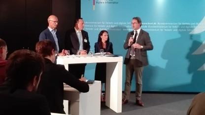 Bundesminister Andreas Scheuer (r.) bei der Pressekonferenz zum Mobilfunkgipfel im Juli 2018