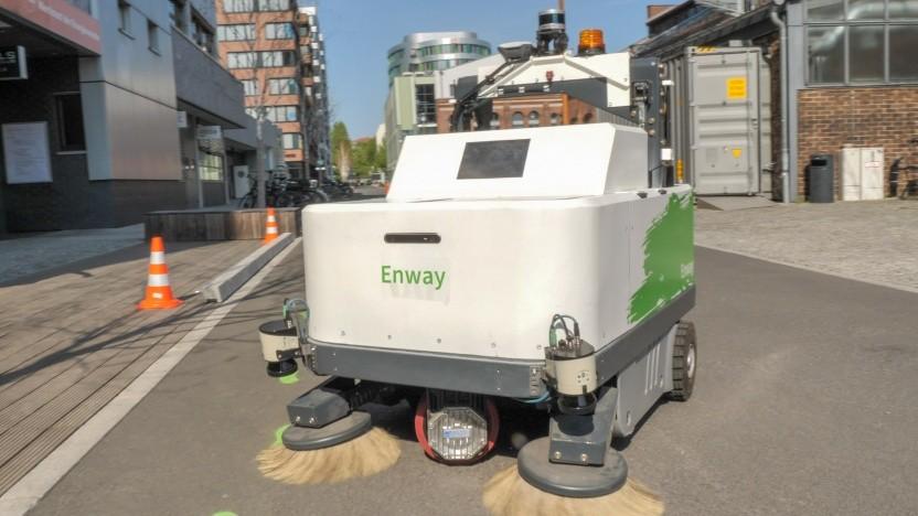 We kehr for you: Die selbstfahrende Kehrmaschine von Enway im Einsatz