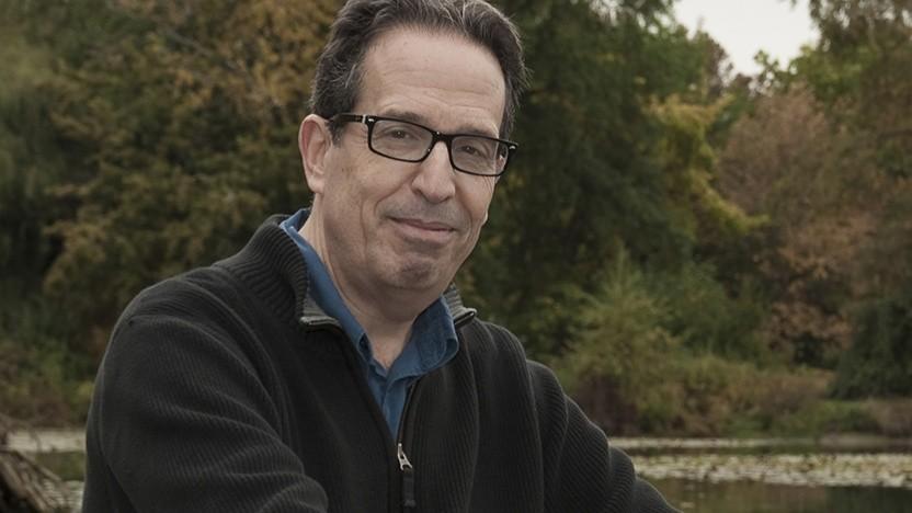 Der Computerwissenschaftler David Levy fordert einen vernünftigen Umgang mit Smartphones.