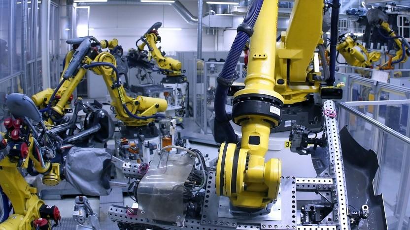 Roboter in der Fertigungsstraße von VW in Wolfsburg