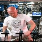 Raumfahrt: @astrolalex musiziert mit Kraftwerk