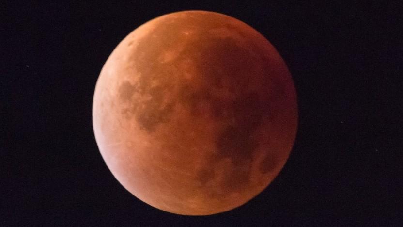 Mond Totale Mondfinsternis Mit Mars Und Iss Golemde