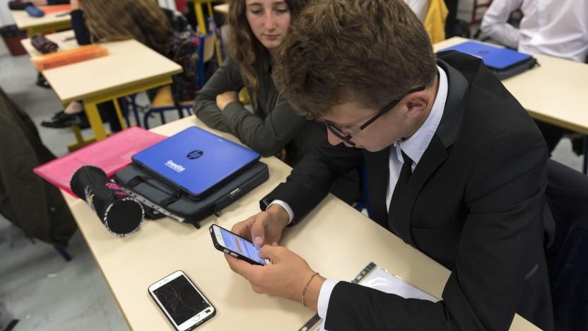 Smartphones in der Schule sind nicht immer förderlich für den Unterricht.
