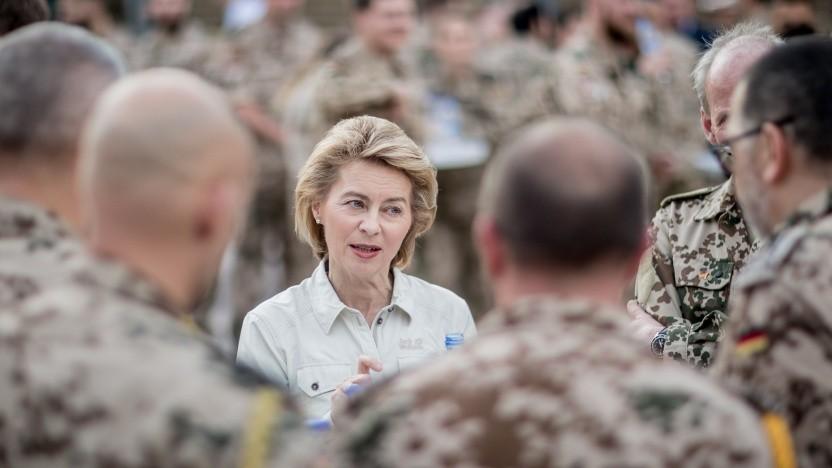 Verteidigungsministerin Ursula von der Leyen bei einem Truppenbesuch in Afghanistan.