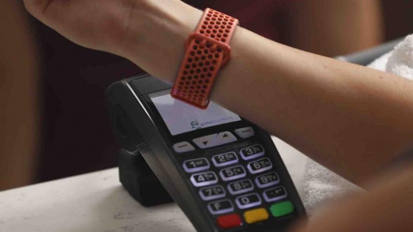 Bezahlen mit einer Fitbit-Smartwatch
