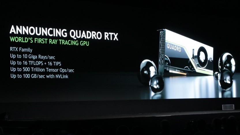 Jensen Huang zeigt eine Quadro RTX.