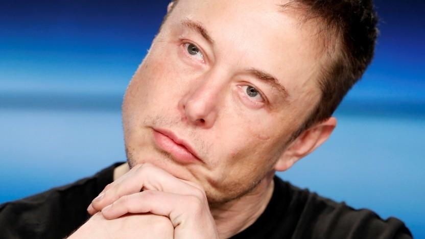 Elon Musk fühlt sich als Tesla-Chef überarbeitet.