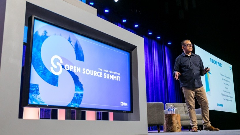 Intels Imad Sousou stellt SCL auf dem OSS-Summit in Vancouver vor.