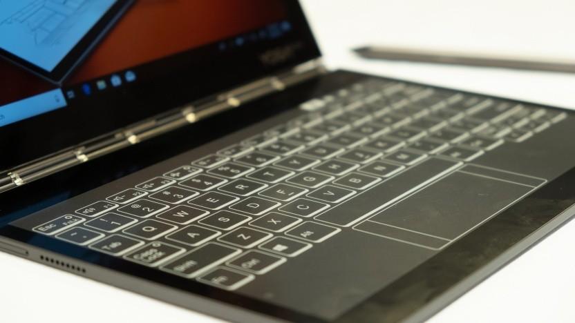 Statt Tastatur gibt es beim Yoga Book C930 einen E-Ink-Bildschirm.
