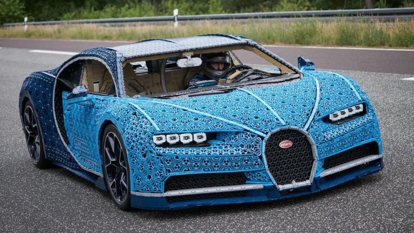 Andy Wallace fährt den Bugatti Chiron aus Lego: aus 20 Metern Entfernung nicht als Lego-Modell zu erkennen