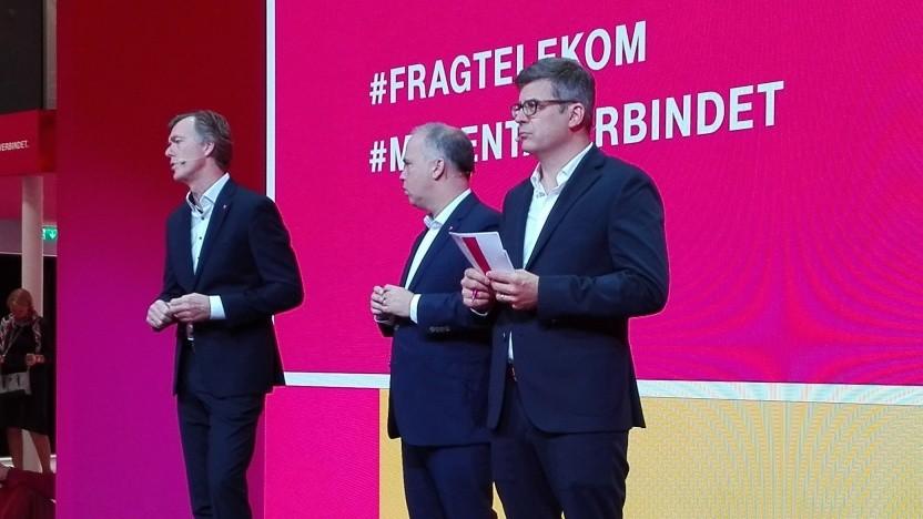 Chef der Telekom Deutschland, Dirk Wössner (Mitte)