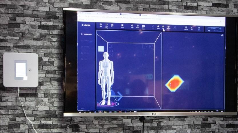 Das Überwachungssystem Vayyar Haus, hier mit Monitor zur Visualisierung der empfangenen Daten