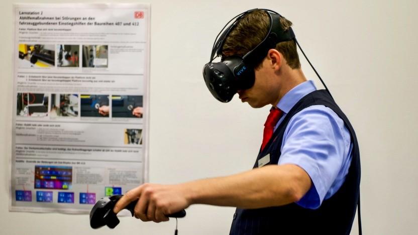 Angehender Zugführer der Deutschen Bahn beim VR-Training