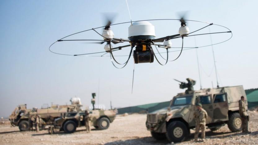 Soldaten mit Aufklärungsdrohne (Symbolbild): Der Laser kann die Drohne beschädigen.