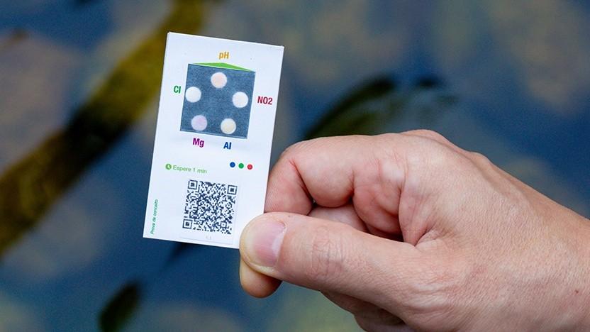IBMs Papierstreifen erkennt Elemente im Wasser.