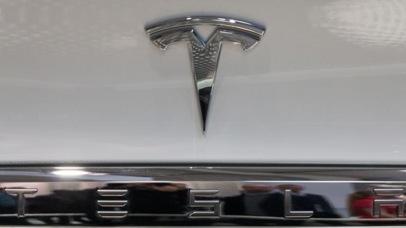 Tesla-Logo (Symbolbild): faires und gerechtes Unternehmen?