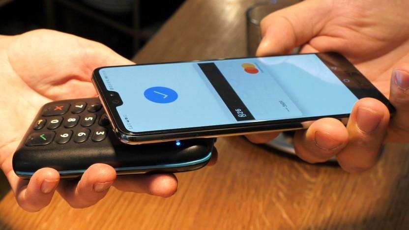 Kontaktloses Bezahlen mit Google Pay und einem Huawei P20 Pro
