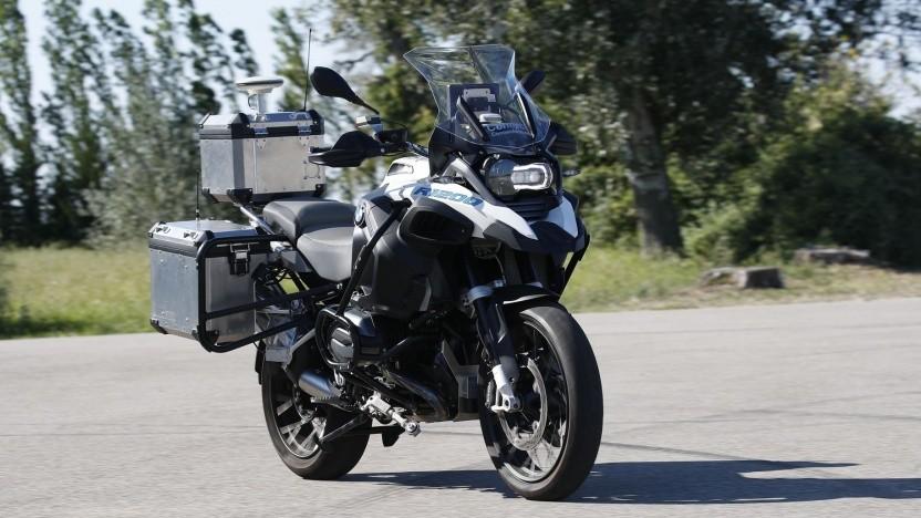 Selbstfahrendes Motorrad: Assistenzsysteme für mehr Sicherheit und mehr Komfort