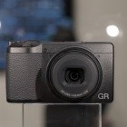 Ricoh GR III: Kompaktkamera mit APS-C-Sensor geplant