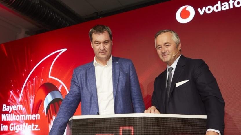Bayerns Ministerpräsident Markus Söder (l.) und Vodafone-Chef Hannes Ametsreiter