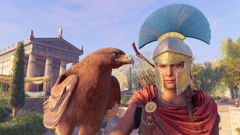 Kassandra mit ihrem Adler Ikarus vor einem Tempel
