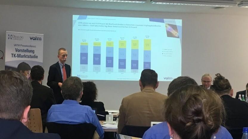 Torsten J. Gerpott, Professor für Telekommunikationswirtschaft an der Universität Duisburg-Essen, stellt die Studie vor.
