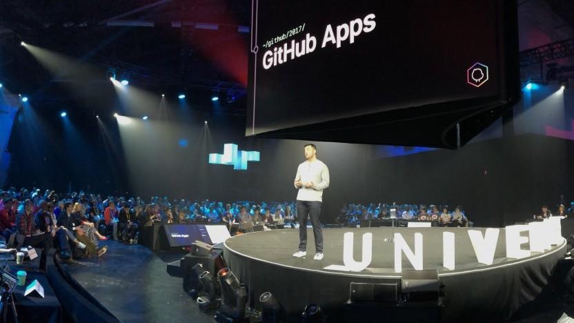 Auf der Konferenz Github-Universe zeigt sich die Übernahme durch Microsoft noch nicht.