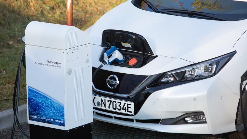 Der Nissan Leaf kann Energie in die Hochvoltbatterie leiten und wieder ans Stromnetz abgeben.