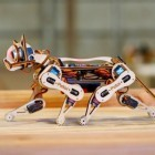 Crowdfunding: Nybble ist eine programmierbare Roboterkatze aus Holz
