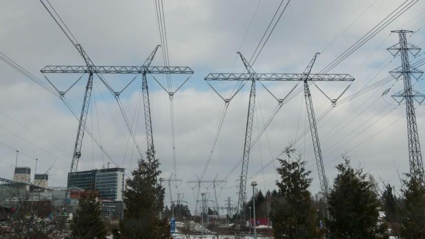 Überlandstromleitung (Symbolbild): Der Netzausbau kommt nur schleppend voran.